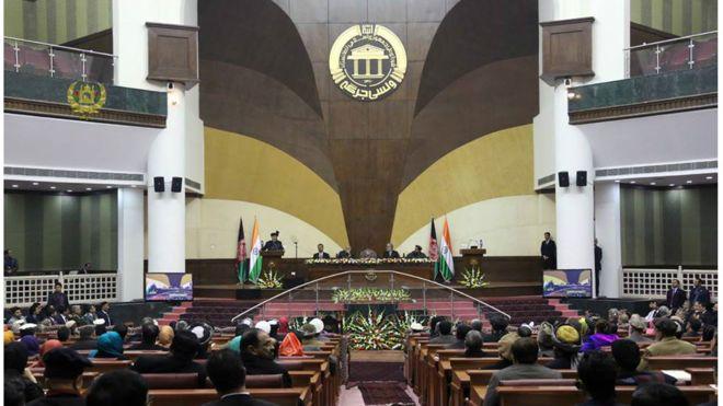 پشت درهای بسته پارلمان چه معاملاتی صورت گرفت؟