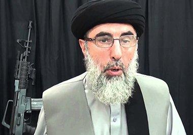 گلبدین حکمیتار توافقنامۀ صلح را با حکومت افغانستان امضا کرد