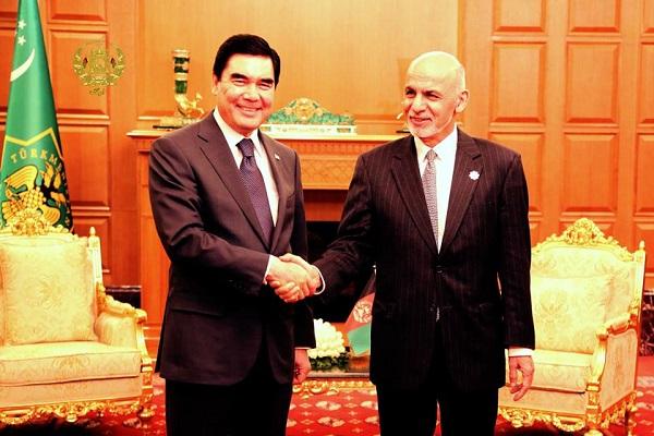تاکید روسای جمهور افغانستان و ترکمنستان بر تقویت مناسبات و همکاری ها