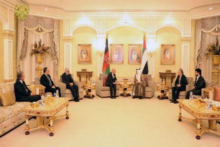 غنی برای تسلیت به خانواده های دپلمات ها به امارات رفت