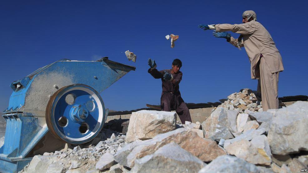 سرمایه گذاران معادن سنگ مرمر در هرات به مخالفین مسلح دولت باج می دهند