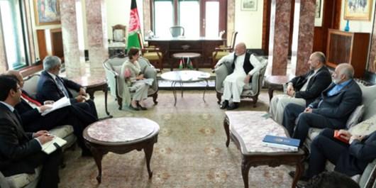 غنی: پاکستان حملات راکتی به افغانستان را متوقف کند