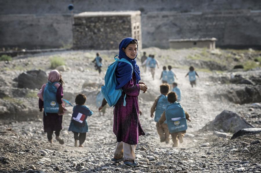 جنگ جاری در افغانستان مانع رفتن ۳٫۷ میلیون کودک به مکتب شده است