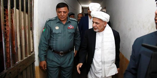 غنی از زندان پلچرخی کابل بازدید کرد