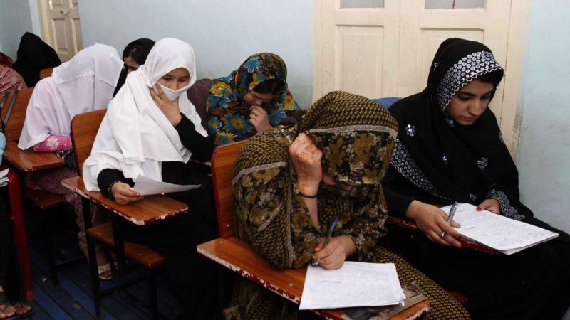 دو زن سالخورده افغان در کابل عزم محکمی به سواد آموزی دارند